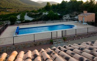 Privileged views of the mountain and pool